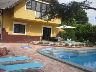 Hannabella Apartmanház with pool and garden, Zamardi
