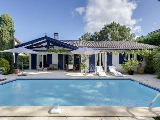 Charming villa with a pool in Cap Ferret