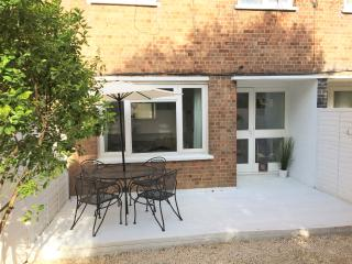 Beautiful 3 bed Flat with an 'Oasis' like garden, Londres