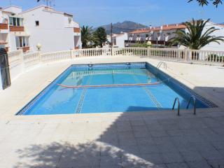 LA22 - Adosada para 6, garaje y piscina comunit., Roses