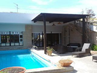 Villa con piscina e giardino vicino al mare, Stintino