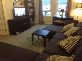 2 bed roomed flat 1 mile Glasgow City centre