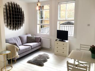 Elegant and bright 1bed in the heart of Angel, London