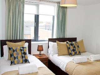 UR STAY Apartments Birmingham - Metalworks - Twin 2 Bedroom