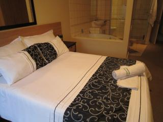 Luxury Apartment..3 beds  2 baths Fully furnished., Bloubergstrand