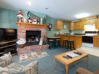 Grandma Clark's Suite - 1 Bed Suite + Private Hot Tub & Wood Burning Fireplace