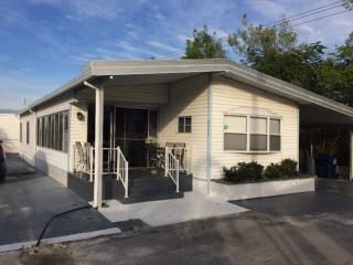 Superb Mobile home, Emerald Lake Village Park