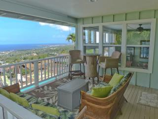 Luxury Home, Awesome Views, Heated Pool, in town, Kailua-Kona