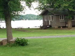 2 Bedroom, Cross Lake Cottage, Cayuga