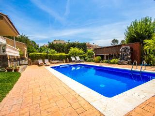 Catalunya Casas: Idyllic Villa up to 12 guests, a short drive/train ride from Ba