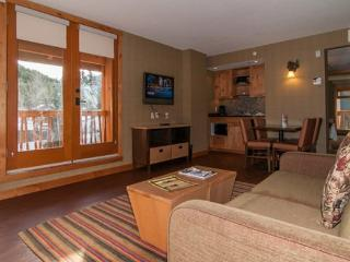 Banff Fox Hotel & Suites Superior 1 Bedroom Balcony Suite