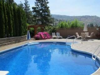 5 BDRM, SWIMMING POOL, TIKI HUT, OUTDOOR KITCHEN, Penticton