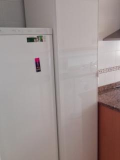 Detalle de frigorifico y despensa.