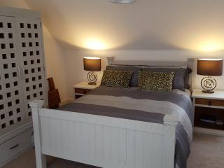 Large Luxury Bedroom with En suite showeroom, Pett