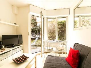 Modern 1bdr apt w/garden, Parijs