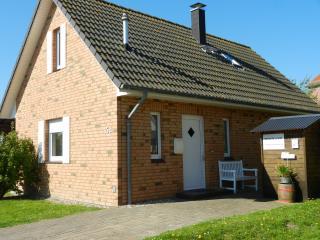 Front Ferienhaus Nordseejuwel mit Parkplatz direkt vor der Tür