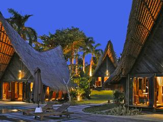 Rona, stunning 4 Bedroom luxury Villa, Near Seminyak