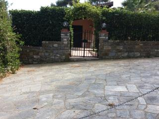 Villa con giardino e veranda vista mare, Diano Arentino