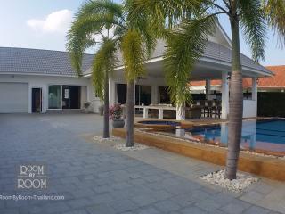 Villas for rent in Hua Hin: V6107