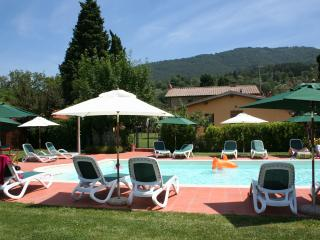 LIMONI Cottage for 2 in countryside nearby Florence + pool and jacuzzi