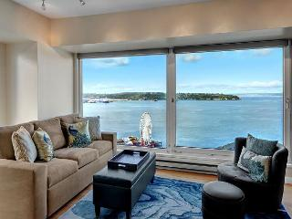 Newmark Elliott Bayview Luxury Suite