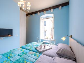 NEW! OLD TOWN STRADUN VIEW EN SUITE ROOM no.3