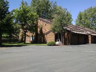 Comfortable Aspens Condo, walk to Downtown and beach., McCall