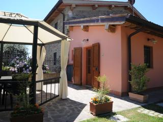 Girasole Cozy apartment in Traditional Farmhouse in hills nearby Florence, Donnini
