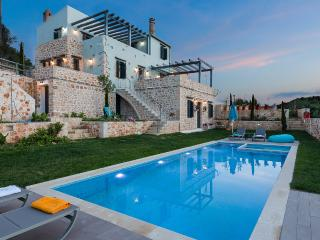 Erondas Villa I, charmingly restored! Heated Pool!, Rethymnon