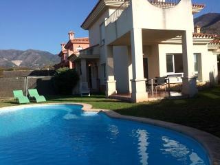 Preciosa Villa con piscina a 1 km de la playa