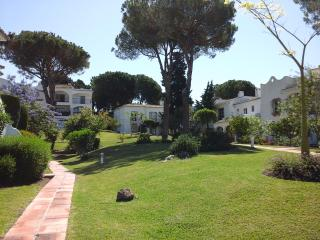 Perfect location 2 bed 2 bath Ground Floor Aptmt, Estepona