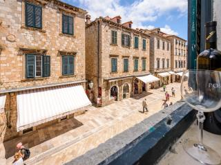 NEW STRADUN VIEW EN SUITE ROOMS & STUDIO APARTMENT