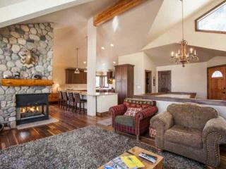 Eagle Vail Home, Pet Friendly, Private Fenced Yard, Hot Tub, Family Friendly!, Eagle-Vail
