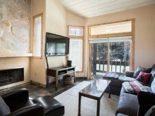 SKI IN/SKI OUT Beaver Creek luxury and convenience! Exclusive Neighborhood~ Hot Tub and Heated Pool!, Avon