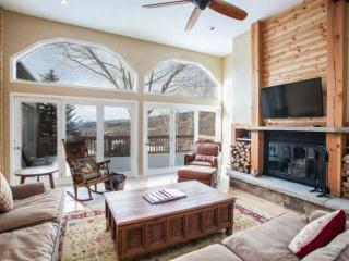 Convenient to Vail & Beaver Creek, Expansive Deck with Mountain Views, Eagle Vai