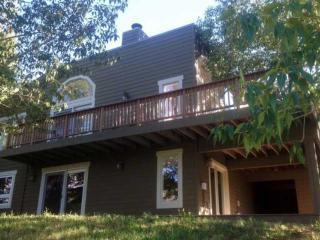 Convenient to Vail & Beaver Creek, Expansive Deck with Mountain Views, Eagle Vai