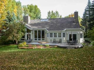 Spacious Single Family Home with Outdoor Living, Prvt Hot Tub, Perfect for