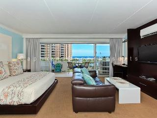 Lagoon and Ocean View!  FREE WiFi and Parking!, Honolulu