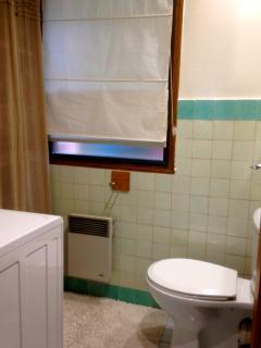 toilette séparé / lave-linge