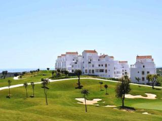 LUXURY 2 BED FRONT LINE GOLF APARTMENT CLOSE TOWN, Estepona