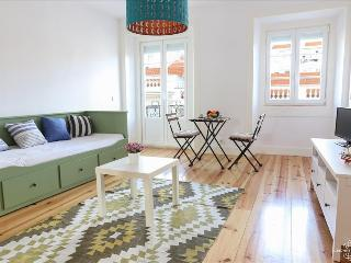 Ap8 - Spacious 2 bedrooms apartment with balcony in the heart of the authentic, Lisboa