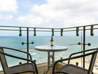 Sea Pearl - 1 Bedroom Beachfront Apartment, Tel Aviv