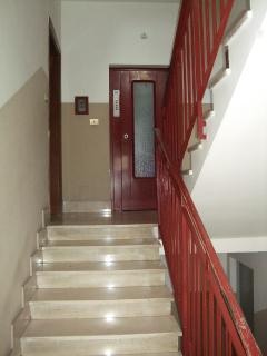 Scala di accesso e ascensore