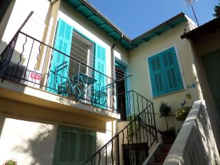 Charming flat in Menton Old Town calm 1 min beach