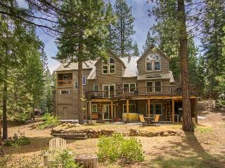 Northstar 4 bdrm with hot tub, pet friendly, Truckee