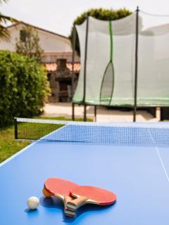 Espace loisirs (trampoline, table de ping pong et babyfoot)