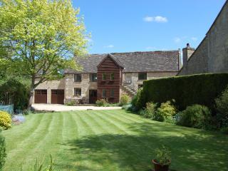 Large Luxurious Cotswolds Barn, Shipton Oliffe