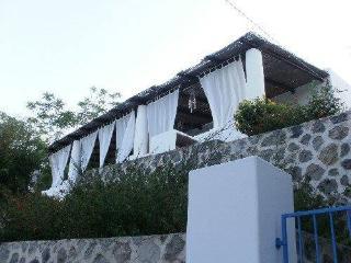 Casa Calypso Villetta in stile eoliano, Canneto di Lipari