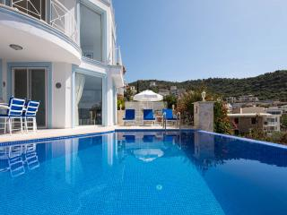 Villa Keros, Kalkan:- Free WIFI; Air Con; UK TV; Pool; BBQ; Sea 2 Minutes Walk