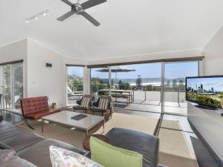 CATALINA - Modern and Classy, Avoca Beach